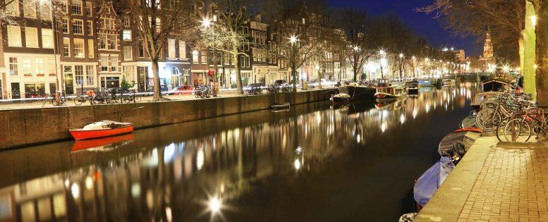 Архив. В Амстердам на Новый год 10 300 рублей