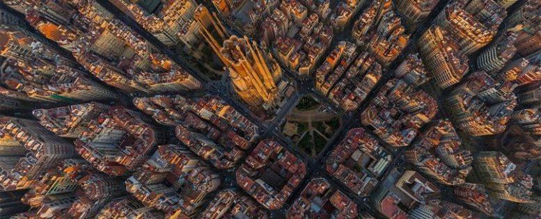 Архив. В Барселону осенью 8 800 рублей
